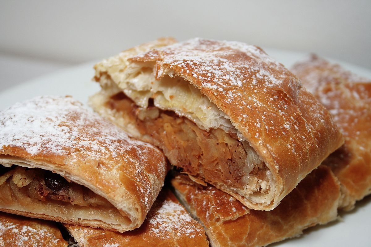 Apple strudel wikipedia for Austrian cuisine history