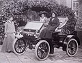 Suffragettes Mary Blathwayt, Annie Kenney and Margaret Hewitt with the car Bodo, Batheaston.jpg