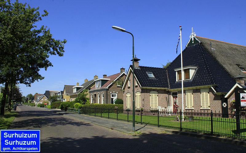 File:Surhuizum een dorp in Friesland..jpg