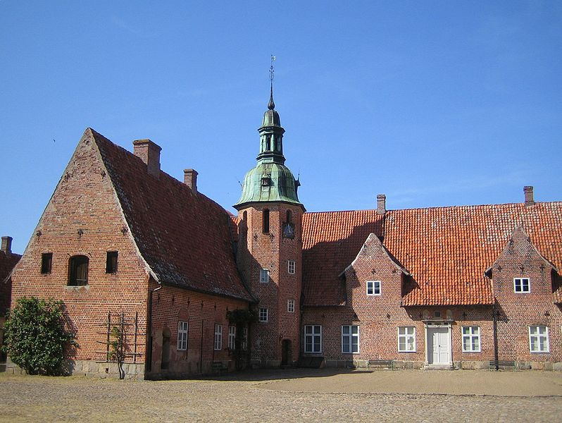 File:Swedish castle Rosendal, Helsingborg.jpg