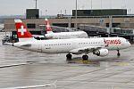 Swiss, HB-IOO, Airbus A321-212 (30598100614).jpg