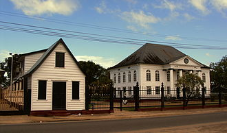 History of the Jews in Suriname - Neveh Shalom Synagogue (on right)