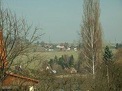 Třtice, pohled k obci od Bucku.JPG