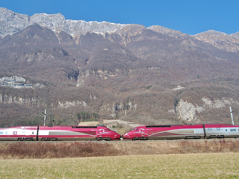 Sight of two TGV Thalys on winter service journey in the Alps. Coming from Amsterdam (The Netherlands) and Brussels (Belgium), they move towards Albertville and Bourg-Saint-Maurice in Savoie.