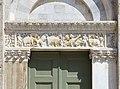 Taglia di biduino, portale sinistro della pieve dei Santi Ippolito e Cassiano (San Casciano di Cascina) xii secolo, 01.jpg