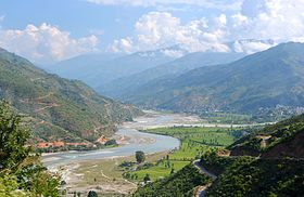 Tamakoshi River flowing through the banks of B.P Highway.jpg