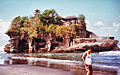 Tanah Lot 1993 - panoramio.jpg
