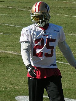 Tarell Brown at 49ers training camp 2010-08-11 1.JPG