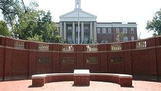 Emory and Henry College - Image: The Emory & Henry College Alumni Plaza