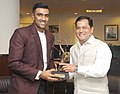 The Minister of State for Youth Affairs and Sports (Independent Charge), Shri Sarbananda Sonowal conferring the Arjuna Award on cricketer Ravichandran Ashwin, in New Delhi on July 31, 2015.jpg