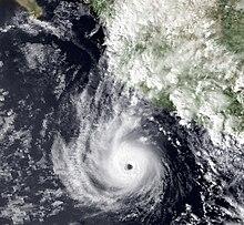Huracán Tico cerca de la intensidad máxima el 16 de octubre de 1983