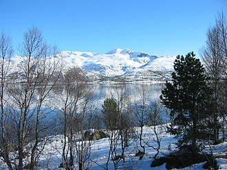 Tjeldsundet - Image: Tjeldsundet and mountains