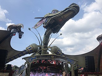 The Rose Garden dragon, 2018 Tomorrowland hugel 2018 dragon.jpg