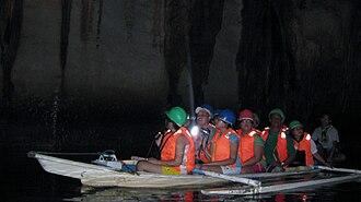 Puerto Princesa Subterranean River National Park - Image: Tour Boat Inside PPSRNP