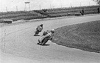 Training TT-races op circuit Assen , L Taveri en T Robb, Bestanddeelnr 914-0761.jpg