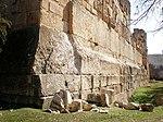Podium du Temple de Jupiter avec les Trilithos (rangée du haut)