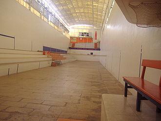Pelayo trinquet - Pelayo trinquet, empty, as seen from the llotgeta