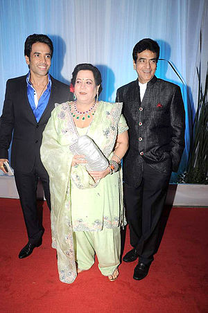 Shobha Kapoor - Tusshar Kapoor, Shobha Kapoor, Jeetendra at Esha Deol's wedding reception