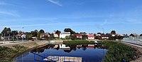 Ulanów - zbiornik wodny i budynki przy ul. Podwale - panorama.jpg