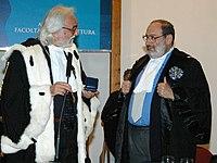 Umberto Eco, universitaire connu et reconnu, ici nommé docteur honoris causa de l'université de Reggio Calabria (2005)