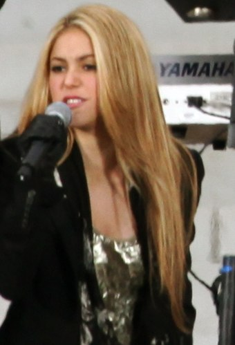 Shakira performing at the We Are One: The Obama Inaugural Celebration at the Lincoln Memorial in 2009 Usher and Shakira at the Obama inauguration, 2009 (cropped1).jpg