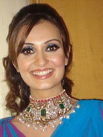Vaishali Desai at the IIJW as the Show Stopper for jeweler Naresh Kriplani.jpg