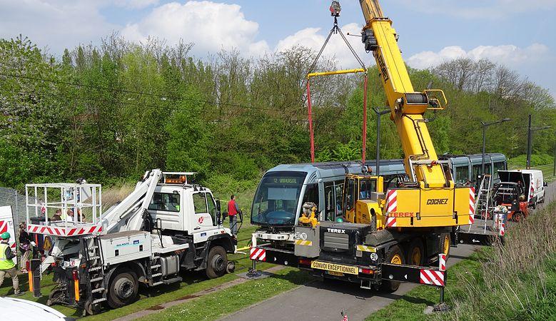Valenciennes & Anzin - Déraillement de la rame de tramway n° 17 à la sortie du dépôt de Saint-Waast le 11 avril 2014 (067).JPG