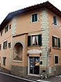 Varliano, casa con tabernacolo sulla cantonata.JPG