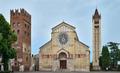 Verona Basilica di San Zeno Maggiore Ansicht vom Piazza San Zeno.png