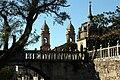 Vista do Arco de Fefiñáns coa igrexa de San Bieito ao fondo, Cambados.jpg