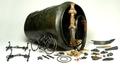 Vorstengraf Oss - bronzen situla met inhoud en zwaard - 700 v Chr - RMO.png