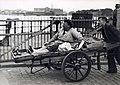 Vrouw wordt vervoerd op handkar - Woman transported on a handcart (5372591360).jpg