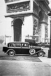 Walter Royal (1931) limuzína u Vítězného oblouku SOA.jpg