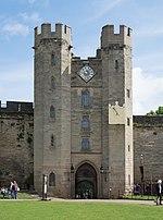 Warwick Castle Gatehouse.jpg