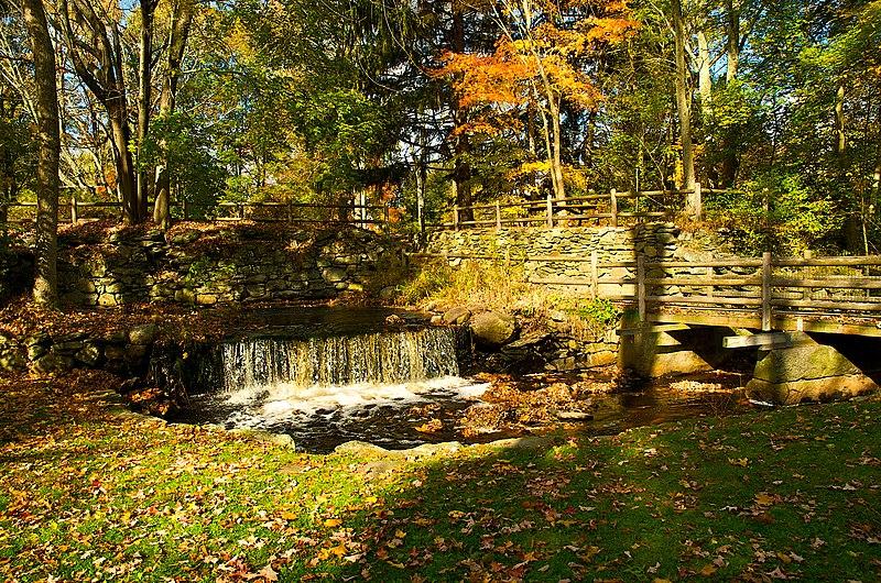 File:Waterfall in the War Memorial Park.jpg