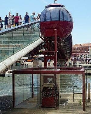 Ponte della Costituzione - Wheelchair lift constructed after the bridge inauguration