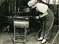 Woman welding 1919.jpg