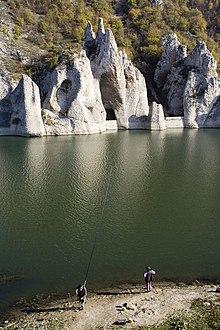 Chudnite skali on Lake Tsonevo