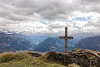 Wooden cross on the ridge between Tguma and Präzer Höhi (2).jpg