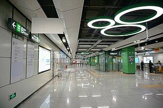 Xili Lake station - Concourse