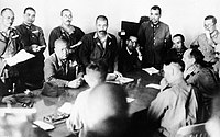 降伏交渉を行う大日本帝国陸軍の山下奉文大将と駐留イギリス軍のアーサー・パーシバル中将