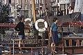 """""""Elizabeth, boot van het jaar"""" uit Alkmaar passeert geopende Rotorenbrug Tussen ongeveer de jaren 19 - RAA-DMGA-00856 - RAA Elsinga.jpg"""