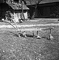 """""""Okopač"""" (domače delo), star cca. 25 let ima """"motike"""", Sajevce 1956 (2).jpg"""