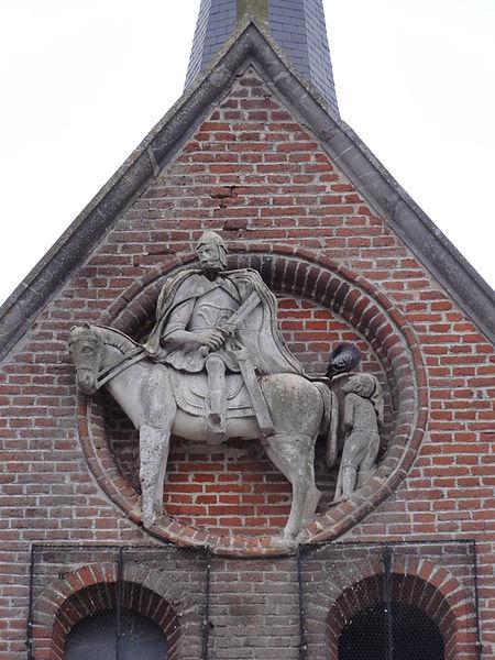 Étréaupont (Aisne) Église Saint-Martin, statue Saint Martin sur la façade
