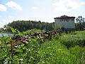 Ансамбль Яшезерской пустыни. Ограда с надвратными келейными корпусами и угловыми башнями 04.JPG
