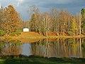 Гатчинский парк. Белое озеро осенью 01.jpg