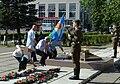 День ВДВ; ветераны ВОВ возлагают цветы к Вечному огню.jpg