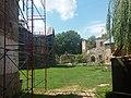 Замковий костел Святої Трійці (зліва, територія замку).jpg