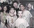 פרופ' רנה זייצוב עם ילדי עמותת חיים.JPG