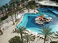 منظر حمام السباحة من داخل فندق هيلتون طابا.JPG